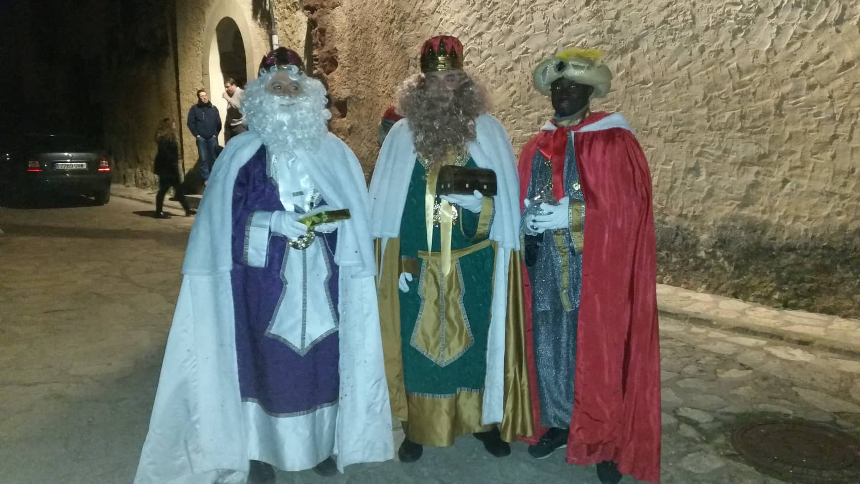 Los Reyes Magos llegan a Molina tirados de tractores