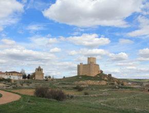 Panorámica de Embid con su imponente castillo.