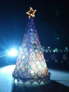 Original y meritorio árbol de Navidad en El Pobo