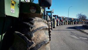 Más de 200 tractores se movilizan en Molina ante el abandono que sufre el campo