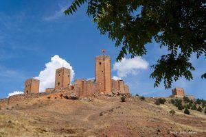 El delegado de la Junta en Guadalajara  se interesa por la situación de la muralla del castillo